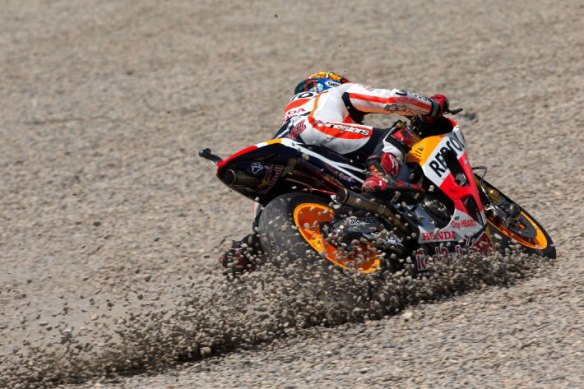 Marquez-Crash-MotoGP-Catalunya-2015-07