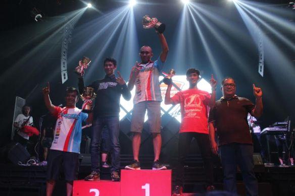 Awarding juara umum HDC 1 pada Champion's Night Honda Dream Cup 2016, di posisi pertama adalah M. Nurgianto, di posisi kedua Wahyu Widodo, dan di posisi ketiga Anggi Permana.